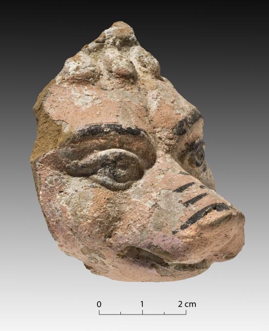 Une partie d'une statue d'Anubis