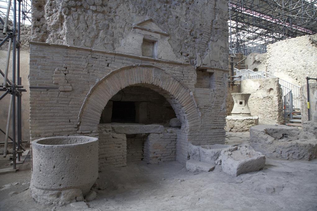 Le four en perspective de la boulangerie de Pompéi